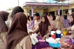 SMAN 1 Dusun Selatan Gelar Bazar