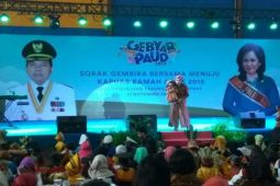 Ria Enes dan Boneka Susan Hibur Ribuan Anak di Kapuas
