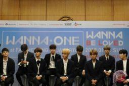 Berperilaku tak pantas saat live, Boyband Wanna One minta maaf