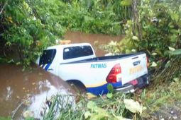 Mobil Patwas Dishub 'nyemplung' di Sungai Sakakajang