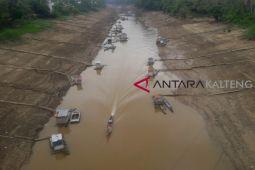 Sungai Barito surut sebabkan tranportasi terganggu