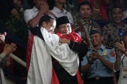 Jokowi dan Prabowo berpelukan di Asian Games