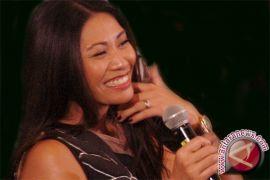Ini single Anggun yang masuk tangga lagu Billboard