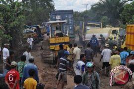 Bupati Desak DPU Kalteng Perbaiki Jalan Jelapat