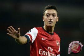 Legenda Arsenal Sebut Ozil Tepat Bermain di Manchester United