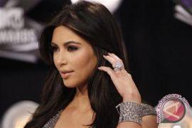 Kim Kardashian Sewa Ibu Pengganti Untuk Bayi Ketiga, Kenapa Ya?