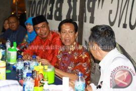 Sultan HB X Meninkmati Makanan Pinggiran