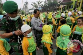 TNI Bagikan Masker