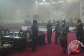 Anggota DPRD Kalteng Bersidang Pakai Masker