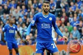 Pemain anyar City Riyad Mahrez siap diturunkan lawan Chelsea