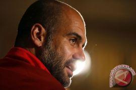 Guardiola Inginkan Manchester City Angkat Trofi Juara