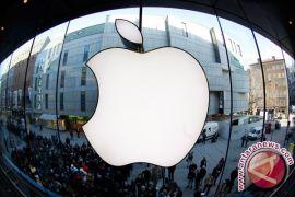 Hindari tarif impor China, Trump suruh Apple buat produknya di AS