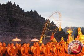 Umat Budha Padati Candi Borobudur Ikuti Puncak Waisak