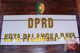PAW, DPRD Palangka Raya lantik pengganti Rusliansyah dan Umi Mastikah