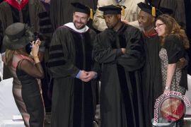 WOW! Rapper Kanye West Desain Seragam Sekolah Anti-Bullying