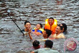 Bupati Kotim Ajak Wisatawan Ikut Mandi Safar