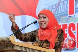 Mensos Khofifah Posting Suku Anak Dalam Di Grup WA Para Menteri