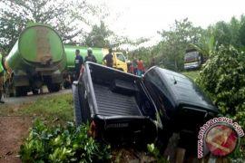 Akibat Tumpahan Minyak Sawit! Mobil Pejabat Kotawaringin Timur Terjun Ke Parit