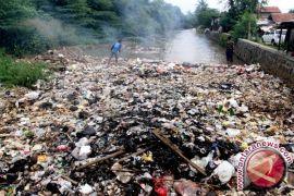 Sip! Legislator Ajak Masyarakat Barut Perangi Sampah Sungai