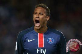 Dikritik tampil tak maksimal kontra Madrid, Neymar dibela ayahnya