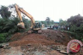 Wabup Lamandau Minta Pemerintah Pusat Segera Perbaiki Jalan Trans Kalimantan