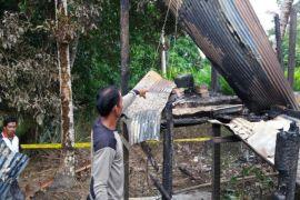 Rumah Dinas Guru SMPN 1 Mampuak Terbakar