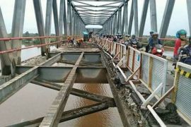 Percepat Penyelesaian Perbaikan Jembatan Pulau Telo