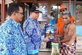 Korban Kebakaran Desa Sikui Terima Bantuan