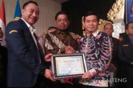 Selamat! Dua Bupati Kalteng Terima Penghargaan Menteri Sosial