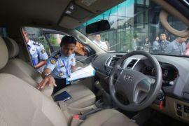 KPK Serahkan Mobil Sitaan ke RUPBASAN