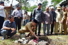 Bupati Kapuas Letakkan Batu Pertama Pembangunan Langgar