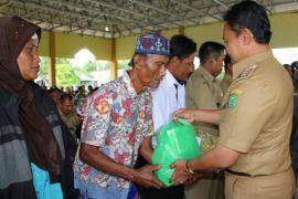 Pemkab Pulang Pisau beri bantuan sembako pada 200 Lansia