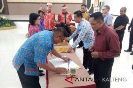 Kontrak pengadaan barang-jasa Lamandau ditandatangani secara kolektif