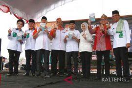 Wali Kota Palangka Raya serahkan buku RPJMD pada keempat paslon