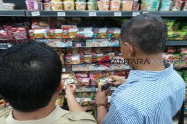 Dinkes Kotim terus pantau produk ikan kaleng bercacing