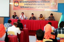 Perbaiki data, KPU Barut tunda rapat pleno penetapan pemilih pilkada