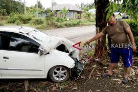 Mobil tabrak pohon di Dusun Timur, isteri meninggal