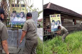Langgar aturan, Panwaslih Kota kembali turunkan paksa APK peserta Pilkada
