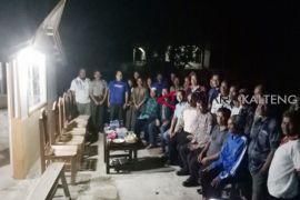 Kapolres Kapuas dengar curhatan warga saat safari poskamling