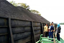 Surat izin tak berlaku, ESDM Kalteng  tahan 2 tongkang batu bara