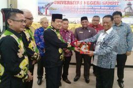 Wabup Kotim berharap Universitas Sampit berdiri sebelum 2021