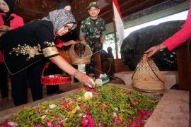 Ibunda Jokowi ziarah ke Makam Bung Karno