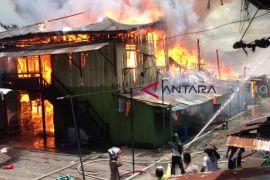 Mess Karyawan PT Korindo Diamuk si 'jago merah', 9 rumah warga ikut terbakar