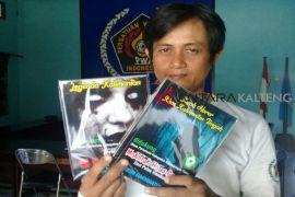 Ini buku karya penulis lokal Sampit yang ramai diburu pembaca