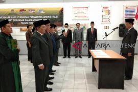 Baru menjabat, Ketua KPU Kalteng langsung lantik tiga PAW komisioner KPU Kota