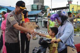 Polres Barito Utara bagikan 200 takjil