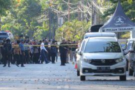 Pelaku bom tiga gereja dari satu keluarga?