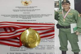 Camat Menthobi Raya raih penghargaan dari Kemendagri