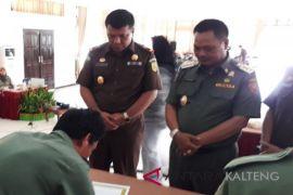 Kades se-Lamandau tanda tangani pakta integritas terkait pengelolaan dana desa