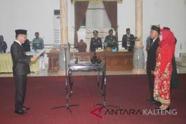 2 anggota PAW DPRD Sukamara dilantik